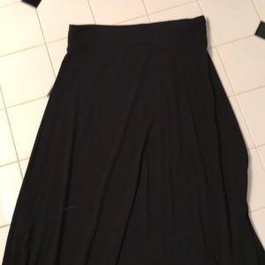 Gap black maxi skirt size M no slits - stretchy!